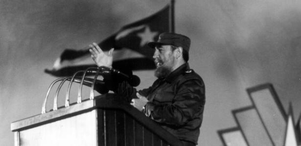 Fidel Castro discursa durante o 30º aniversário da Revolução Cubana