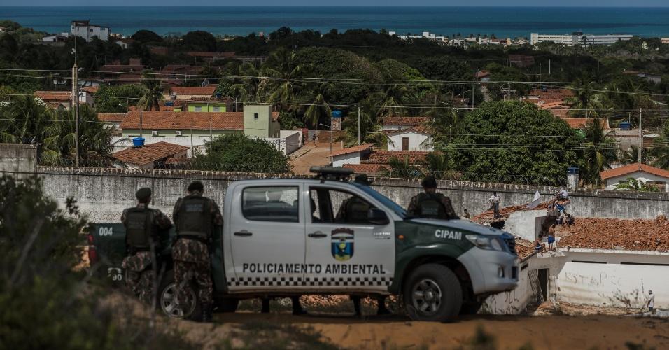 16.jan.2017 - Presos rebelados na Penitenciária Estadual de Alcaçuz