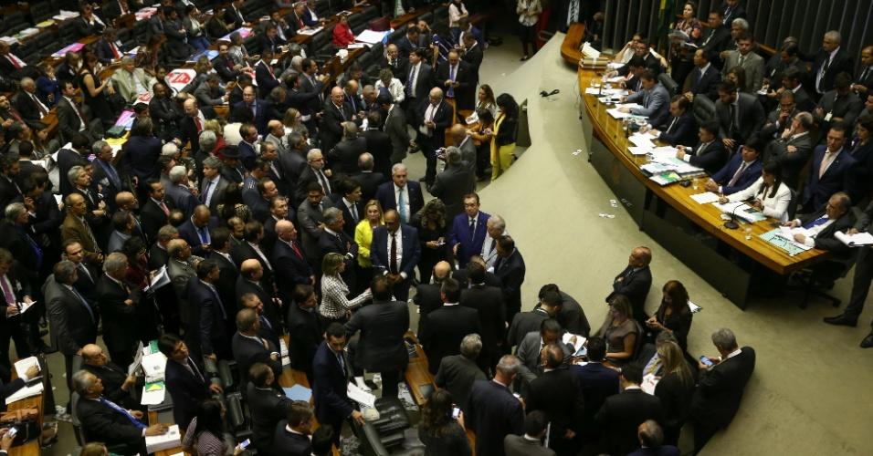 2.ago.2017 - Sessão da câmara dos deputados destinada inicia a votação da admissibilidade da investigação contra o presidente Michel Temer no plenário
