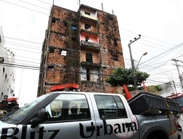 """Edifício """"Balança mas não cai"""", em São Luis, corre risco de desabamento, mas está ocupado"""