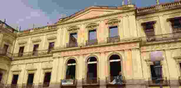 Fachada do Museu Nacional, no Rio, após incêndio de grandes proporções - Gabriel Sabóia/UOL