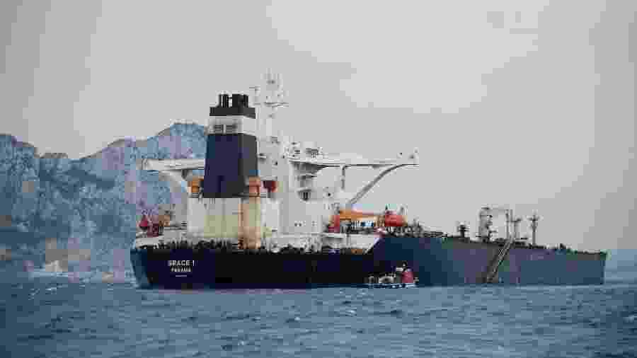 6.jul.2019 - Petroleiro iraniano Grace 1 na costa de Gibraltar - Jorge Guerreiro/AFP