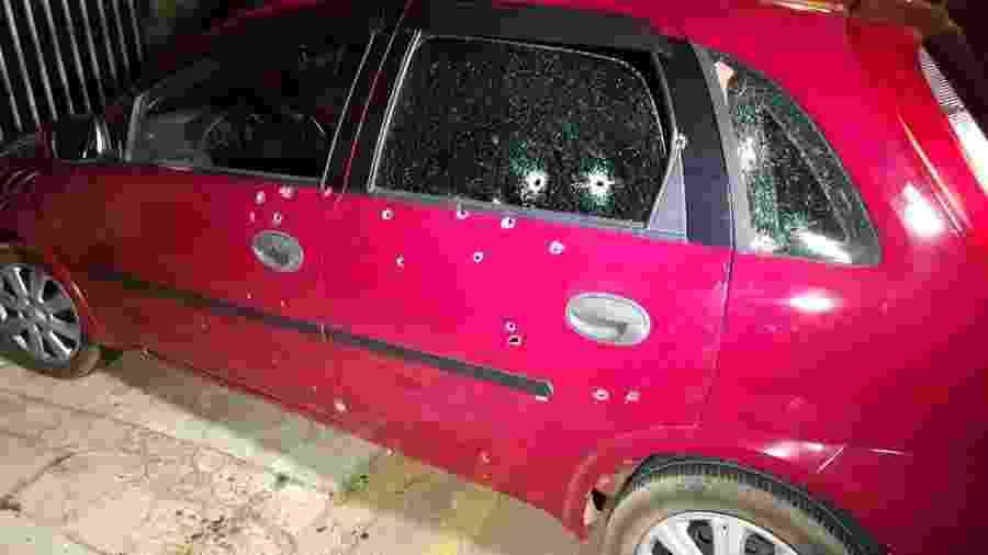 Carro onde estavam 7 pessoas foi atingido por 50 tiros de pistola em Ponta Grossa - Divulgação/aRede/JM