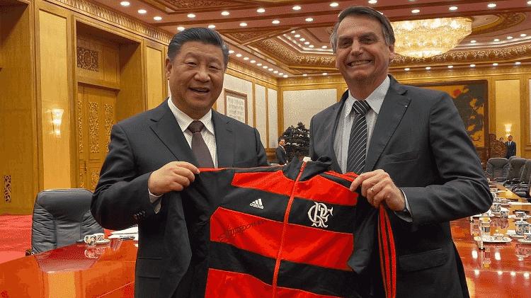 Bolsonaro deu camisa do Flamengo para Xi Jinping - Reprodução/Twitter - Reprodução/Twitter
