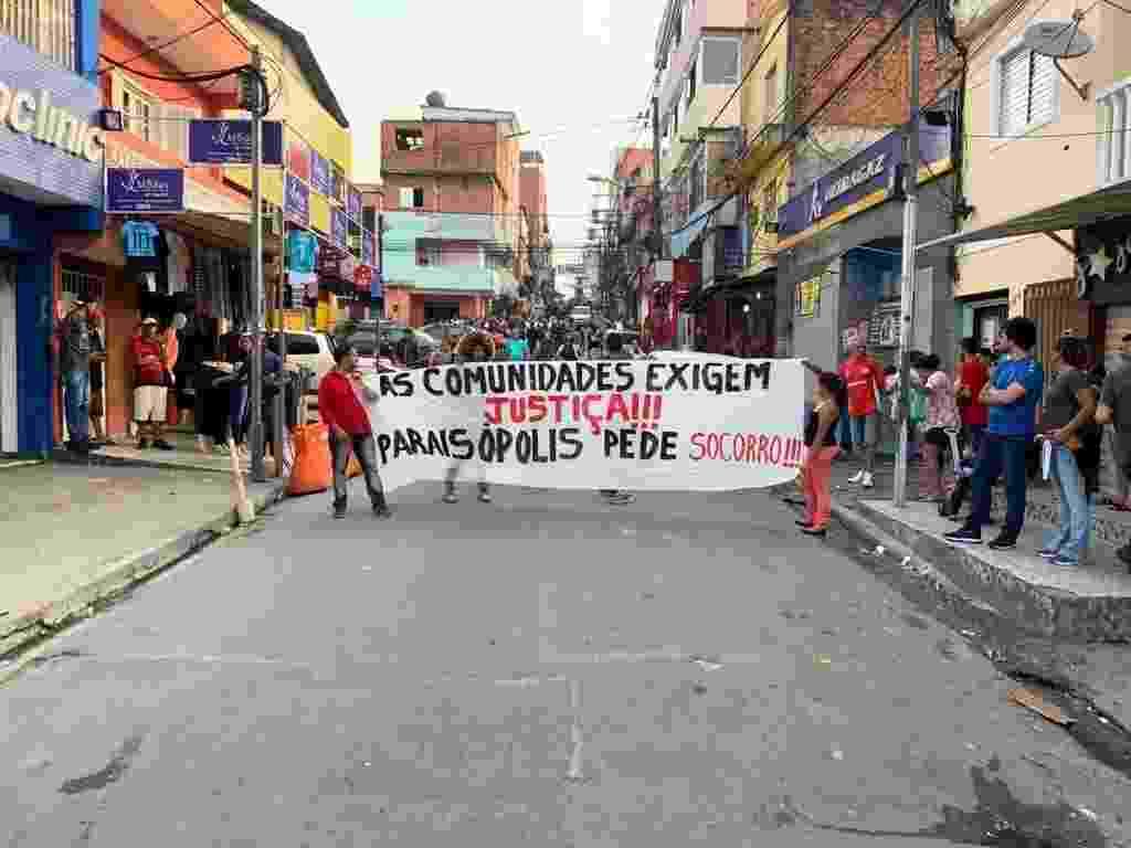 Centenas de pessoas participam de uma passeata que vai de Paraisópolis até o Palácio Bandeirantes - Felipe Pereira/UOL