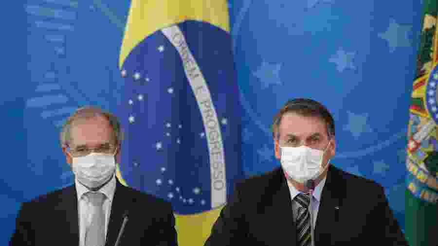 18.mar.2020 - O ministro da Economia, Paulo Guedes, e o presidente Jair Bolsonaro (sem partido) durante coletiva - Dida Sampaio/Estadão Conteúdo