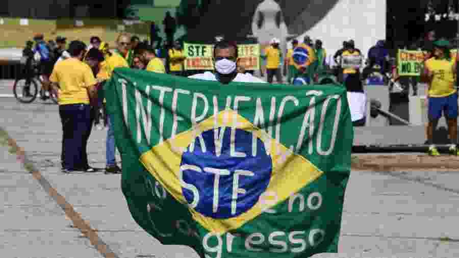 31.mai.2020 - Faixa com dizeres contra o STF e o Congresso é exibida em protesto a favor do presidente Jair Bolsonaro em São Paulo - Evaristo Sá/AFP
