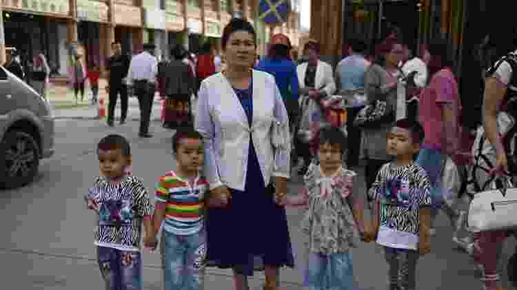 Estudo sugere que a China está forçando mulheres uigures a usar métodos anticoncepcionais ou ser esterilizadas - AFP - AFP