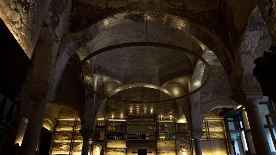 O teto do Bar Giralda escondia a casa de banho do século 12 - AFP via Getty Images