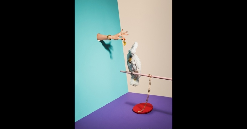 23.fev.2016 - A foto Animais x Joias foi feita por Oliver Schwarzwald para a revista 'Stern'