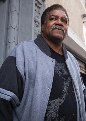 Leroy McDonald, um dos filhos de Val-Jean McDonald, recebeu o telefonema da funerária para contar que a família havia cremado a mulher errada - Edwin J. Torres/The New York Times