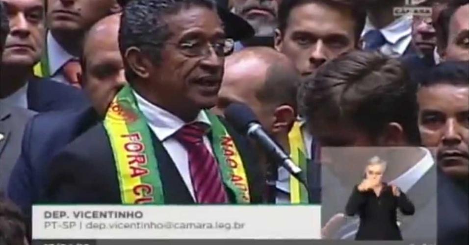 17.abr.2016 - Deputado Vicentinho (PT-SP) foi um dos poucos parlamentares do Estado de São Paulo a votar contra o impeachment de Dilma Rousseff