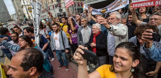 Erundina faz campanha no centro de São Paulo