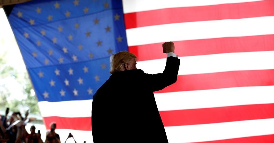 12.out.2016 - O candidato republicano Donald Trump gesticula durante campanha em Ocala, na Flórida, EUA