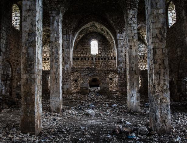 O interior destroçado e abandonado de um monastério armênio, ao norte de Diyarbakir, na Turquia