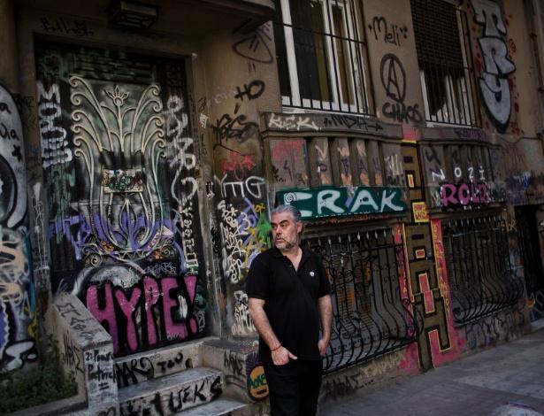 Tasos Sagris membro do grupo grego anarquista, Void Network, no bairro de Exarchia em Atenas