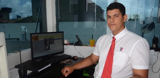 Porteiro Jeferson do Livramento Silva, 20, diz que jornada 12x36 exige planejamento