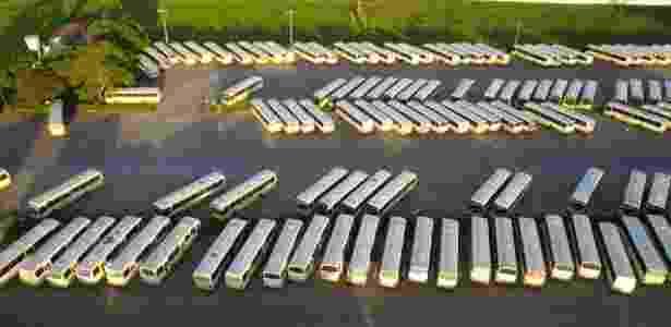 Empresas suspendem circulação após coletivo ser incendiado por criminosos - Wendell Jefersson / Via Certa Natal
