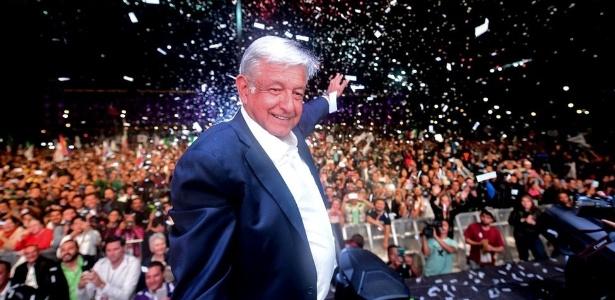 Andrés Manuel López Obrador, futuro presidente do México, comemora a vitória