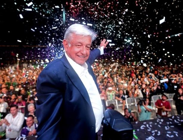 Andrés Manuel López Obrador, futuro presidente do México, comemora a vitória na capital do país - Getty Images