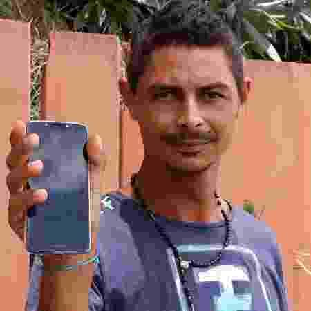 Jhonatan Douglas Gonçalves procura informações sobre o irmão - Carlos Eduardo Cherem/UOL - Carlos Eduardo Cherem/UOL