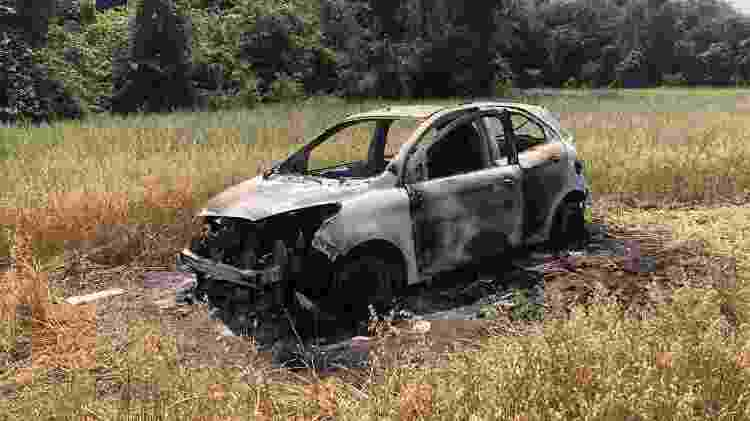 Carro encontrado incendiado em Ponta Grossa; polícia investiga se ele foi usado por criminosos - Divulgação/aRede/JM