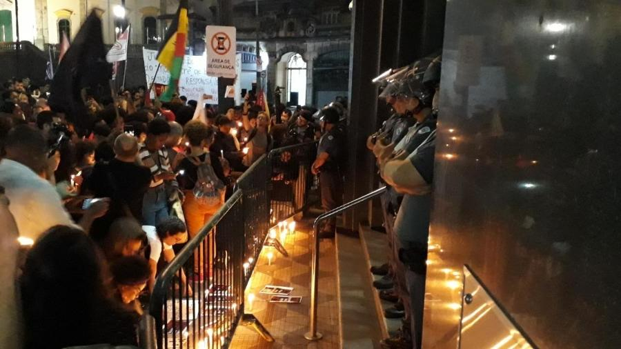 Protesto realizado pelo movimento negro pede fim da violência policial contra baikes funk - Marcelo Oliveira / UOL