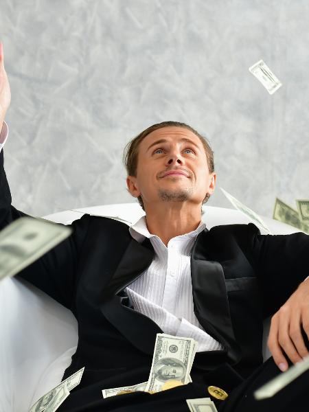 CVM quer mudar regras para mais pessoas poderem ser classificadas como investidor qualificado - Siriwat Nakha/EyeEm/Getty Images