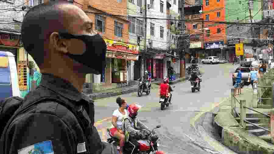 8.abr.2020 - Coronavírus avança na Rocinha, na zona sul do Rio - Herculano Barreto Filho/UOL
