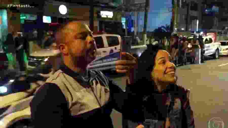 """No Rio, mulher diz """"cidadão não, engenheiro civil, formado, melhor do que você"""" para um profissional que fiscalizava o cumprimento das medidas de segurança contra a covid-19 em bar -"""