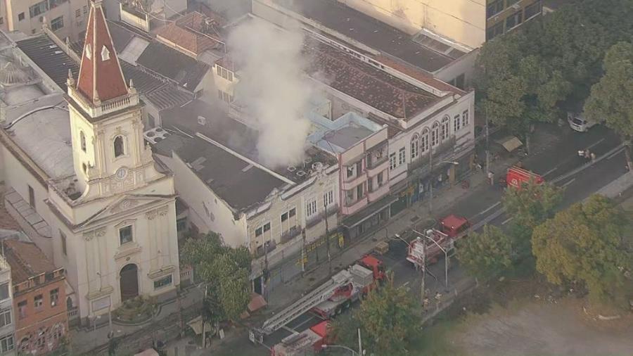 Incêndio atingiu um casarão no centro do Rio de Janeiro - Reprodução/TV Globo