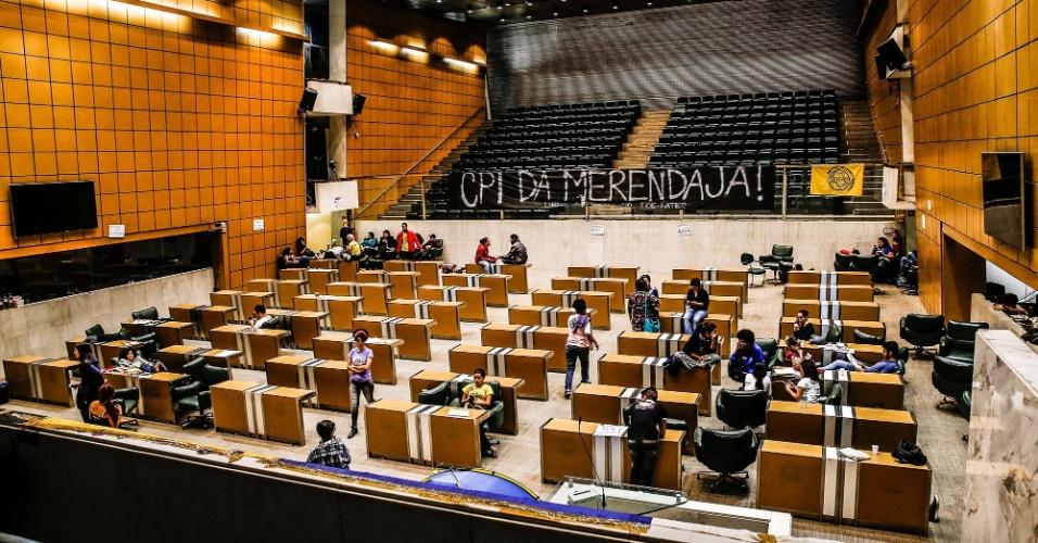 4.mai.2016 - Estudantes secundaristas permanecem acampados no plenário da Alesp (Assembleia Legislativa de São Paulo) como protesto pela criação da CPI da Merenda e contra o fechamento de salas de aula da rede estadual
