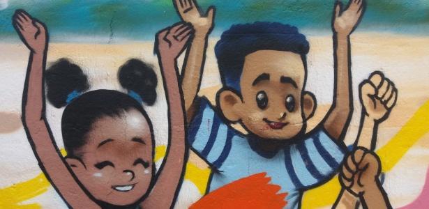 Grafite no muro externo da EMEF Cidade de Osaka, distrito de São Rafael, onde viviam jovens que morreram em recente chacina em São Paulo