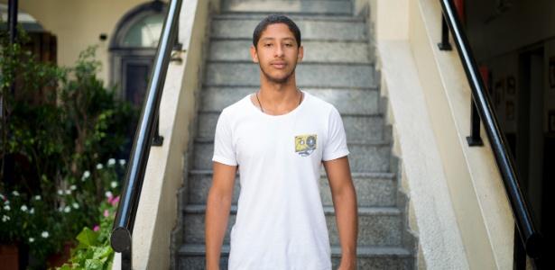 """""""Ela me criou sozinha. O fato de ter conseguido entrar em Direito atribuo a minha família, a minha criação, aos meus professores"""", diz João Antonio Lima da Silva, 17"""