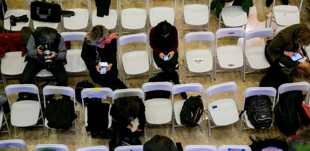 Filas de cadeiras para repórteres antes de coletiva de imprensa do então presidente eleito Donald Trump na Trump Tower, em Nova York