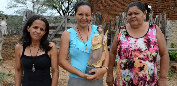 Vanda, Rita e Maria Inês (da esq. para a dir.) cuidam de igreja em Pernambuquinho