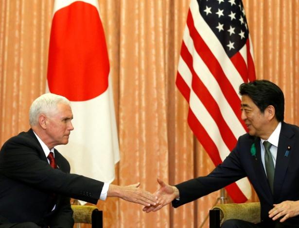 Mike Pence em seu primeiro encontro com o premiê japonês, Shinzo Abe