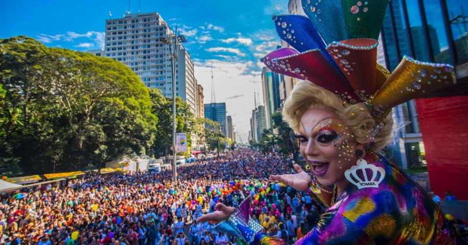 18.jun.2017 - Participantes da 21° Parada do Orgulho LGBT, na Avenida Paulista, em São Paulo