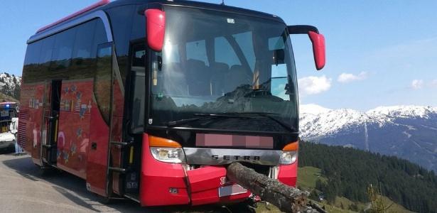 Homem conseguiu evitar grave acidente de ônibus após motorista desmaiar