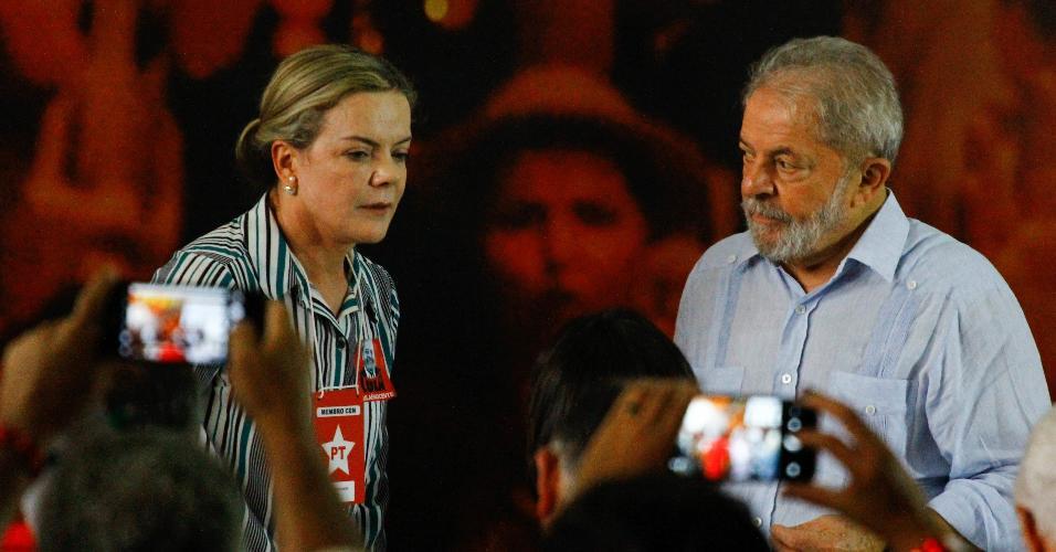 25.jan.2018- A senadora Gleisi Hoffmann (PR) e o ex-presidente Luiz Inácio Lula da Silva participam de reunião da direção nacional do PT, um dia após a condenação de Lula no TRF-4 (Tribunal Regional Federal da 4ª Região)