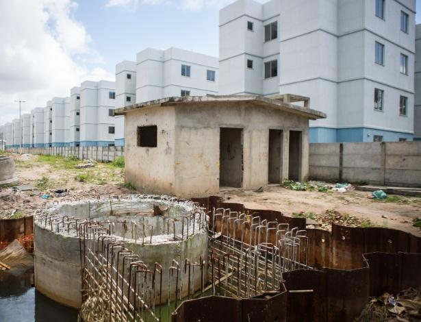 Residenciais em Olinda (PE) estão abandonados, mesmo após 95% da obra concluída - Clara Gouvêa/UOL