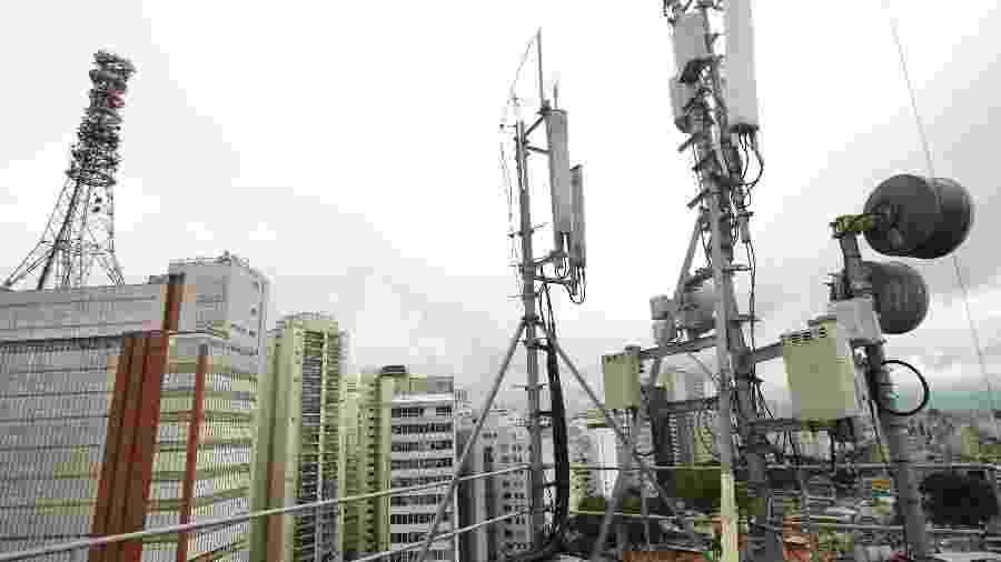 Antenas de celular no topo de prédios na capital de São Paulo - Rivaldo Gomes/Folhapress