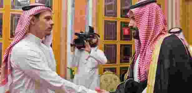 23.out.2018 - Príncipe saudita, Mohammed bin Salman, encontra membros da família do jornalista assassinado  Jamal Khashoggi no palácio real, em Riad - AFP PHOTO / HO / SPA