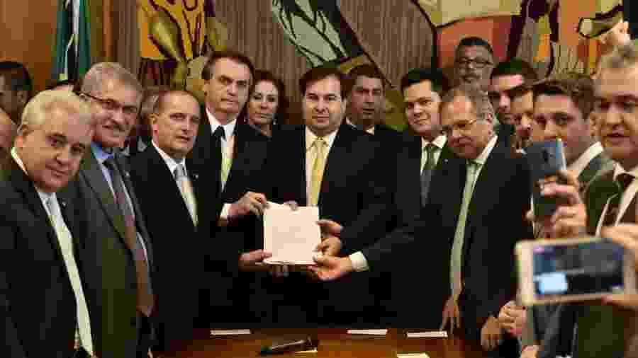 Bolsonaro entrega a nova proposta de reforma da Previdência ao Congresso - Reprodução/Onyx Lorenzoni - 20.fev.2019