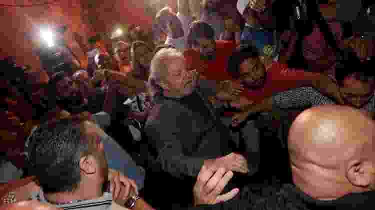 7.abr.2018 - O ex-presidente Lula se entrega à Polícia Federal no Sindicato dos Metalúrgicos, em São Bernardo do Campo (SP) - Leonardo Benassatto/Reuters - Leonardo Benassatto/Reuters
