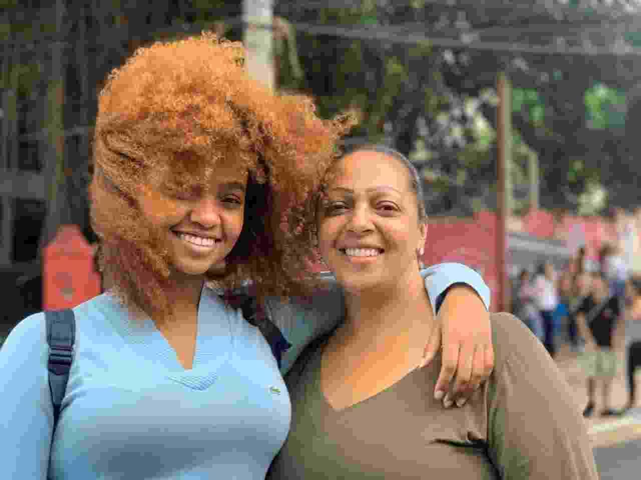 10.nov.2019 - Geovanna Pedroso, 17, e a mãe Luciene, que fez questão de acompanhar a filha nos dois dias de prova do Enem - Vitor Pamplona/UOL