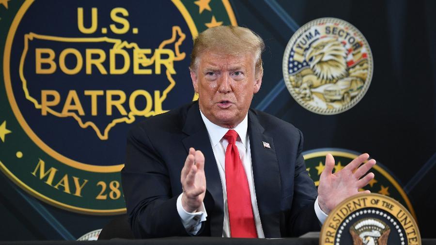 O presidente dos Estados Unidos, Donald Trump, em coletiva de imprensa na unidade de Yuma, no Arizona, da Patrulha da Fronteira - Saul Loeb/AFP