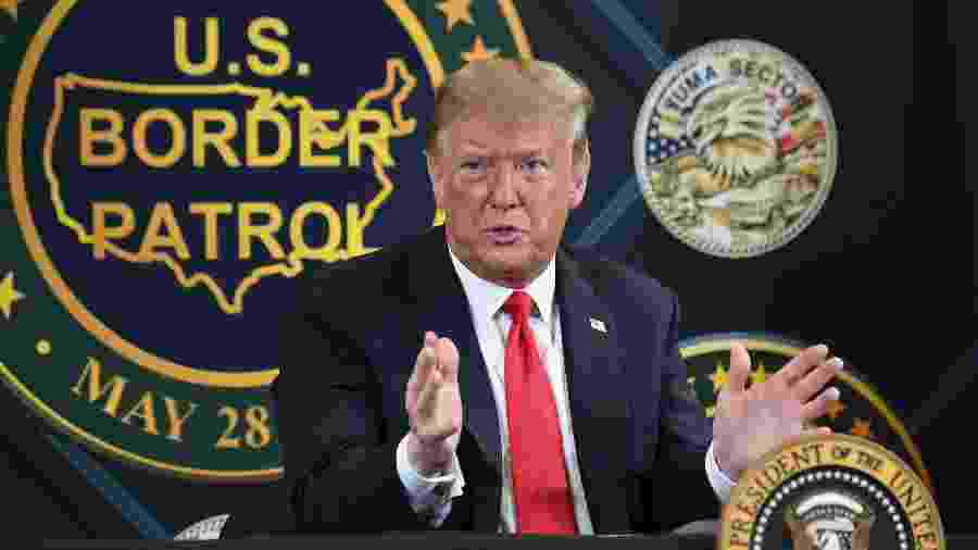 23.jun.2020 - O presidente dos Estados Unidos, Donald Trump, em coletiva de imprensa na unidade de Yuma, no Arizona, da Patrulha da Fronteira - Saul Loeb/AFP