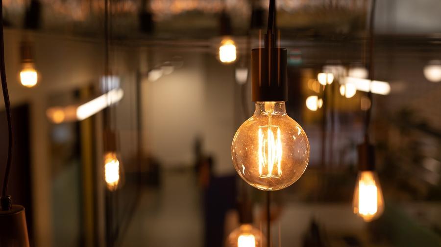 No mercado livre, empresas com maior demanda, como indústrias, podem negociar diretamente o suprimento de energia e preços junto aos fornecedores - iStock