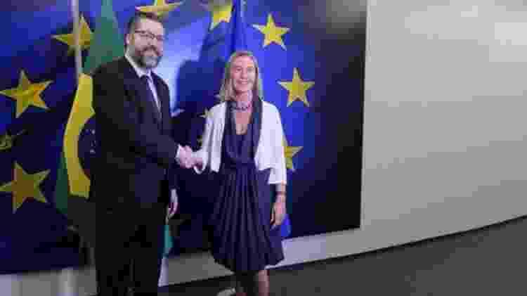 O chanceler brasileiro, Ernesto Araújo, e a Alta Representante da UE para Política Externa e Segurança, Federica Mogherini (2019) - EPA/Olivier Hoslet - EPA/Olivier Hoslet